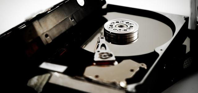 デジタル遺品を遺品整理業者に依頼する方法も